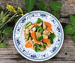 #一人一道拿手菜#鸡胸肉炒青椒的做法