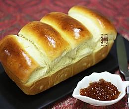 奶香味十足的吐司面包,面包机和面保证出膜的做法