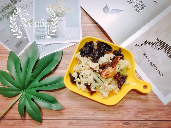 简单家常小炒有机花菜炒香菇木耳鸡片的做法