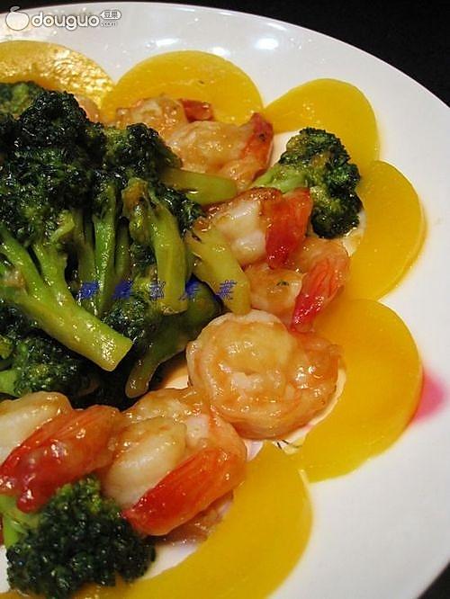 蚝油西兰花虾球配黄桃的做法