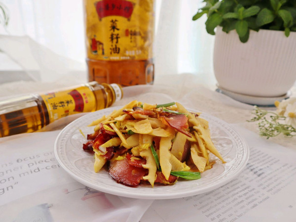 春笋炒腊肉❗️笋嫩肉香,绝配❗️的做法