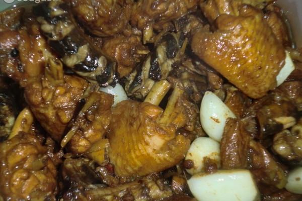 酱香鳝鱼炖鸡翅的做法