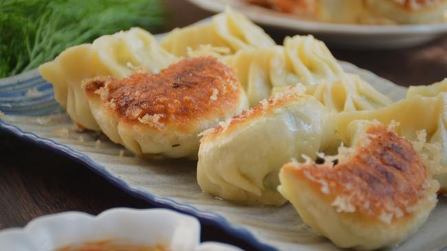 #肉食者联盟#茴香素水煎饺的做法