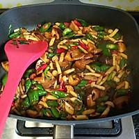 双菇回锅肉#我要上首页下饭家常菜#的做法图解7