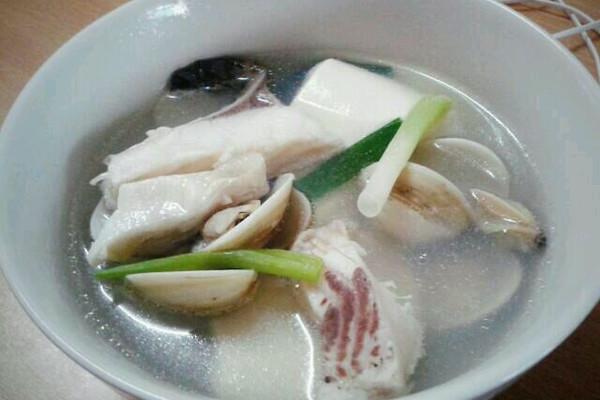 白贝鱼片豆腐汤的做法