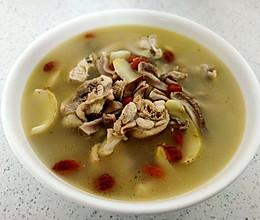胡椒百合枸杞猪肚鸡肉汤的做法