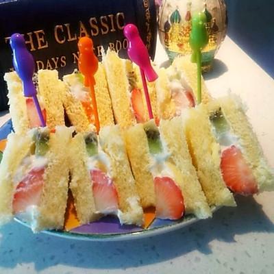 奶油水果三明治