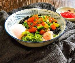 #餐桌上的春日限定#减脂餐之三文鱼牛油果波奇饭(附温泉蛋)的做法