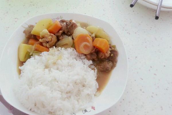 咖喱牛肉土豆蓋飯的做法