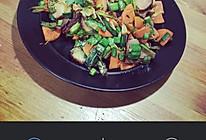 红萝卜炒腊肉的做法