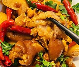 爆辣猪蹄炖土豆的做法