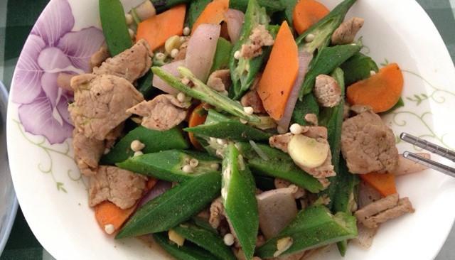 秋葵炒肉片的做法