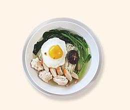 《爱妻美食》美极煎蛋配鸡汤面的做法