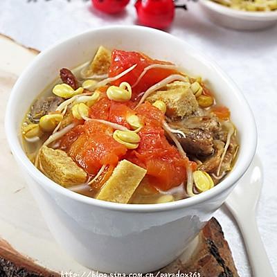 疏解牙龈肿痛提高免疫力:黄豆芽番茄豆腐排骨汤