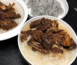 腐竹焖鹅肉的做法