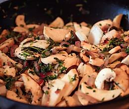 百里香烩蘑菇的做法