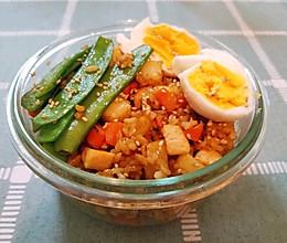 超美味土豆鸡胸肉炒饭便当的做法
