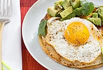轻食·冬季太阳蛋南瓜牛油果奶酪玉米饼的做法