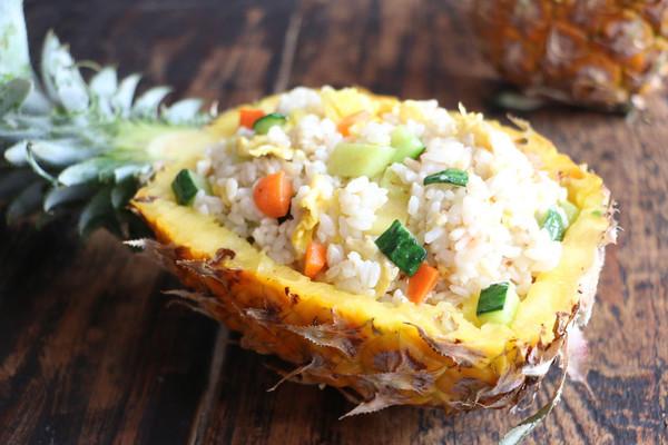 海南菠萝炒饭的做法
