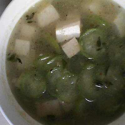 瘦腰汤:丝瓜豆腐汤