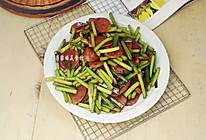 腊肠炒蒜苔的做法