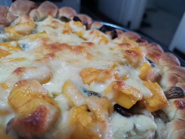 香蕉芒果葡萄干水果披萨的做法