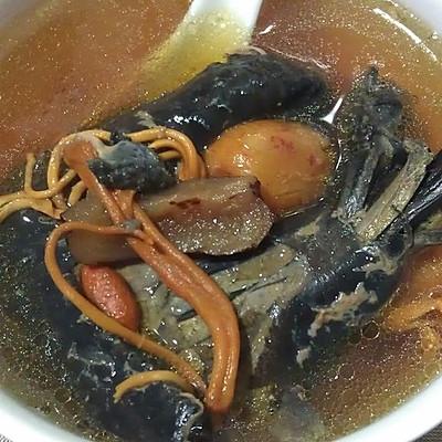 虫草花红枣枸杞乌鸡炖汤——小丽家常菜