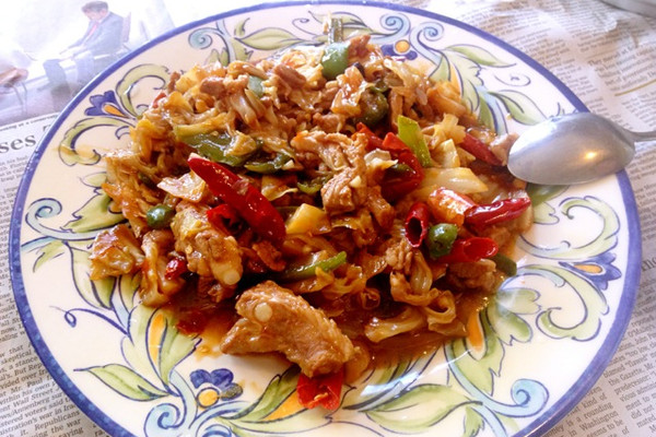 青椒包菜炒肉的做法