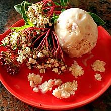草莓果粒冰激凌