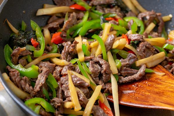子姜紫苏炒牛肉 开胃下饭的做法
