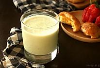 轻食记,从春天开始,香蕉牛油果奶昔 的做法