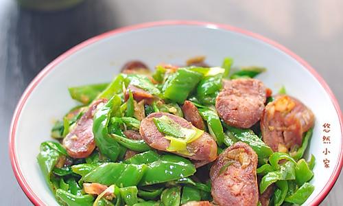超级下饭菜——青椒炒腊肠的做法