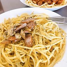 奶油蘑菇与番茄肉酱意面