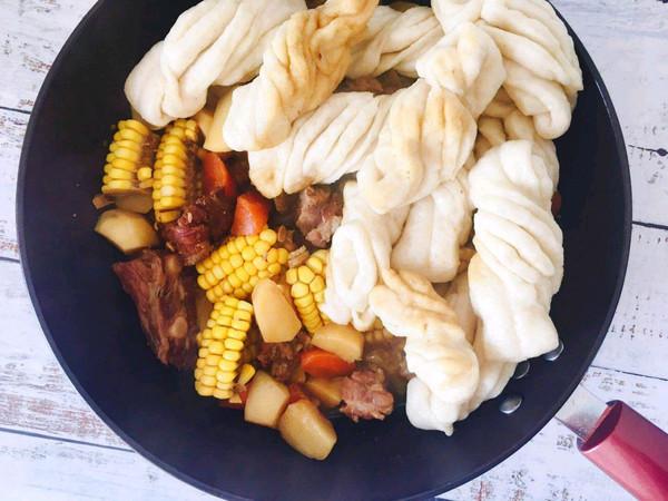 东北一锅出-土豆玉米排骨焖卷子的做法