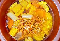 虫草花玉米胡萝卜排骨汤的做法