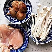 #硬核菜谱制作人#蚝油双菇鸡丝的做法图解1