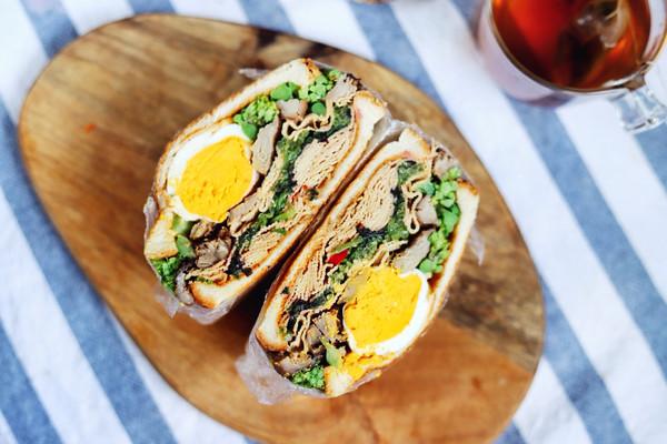 减肥女孩轻食记:豆腐皮苋菜鸭爆炸三明治的做法
