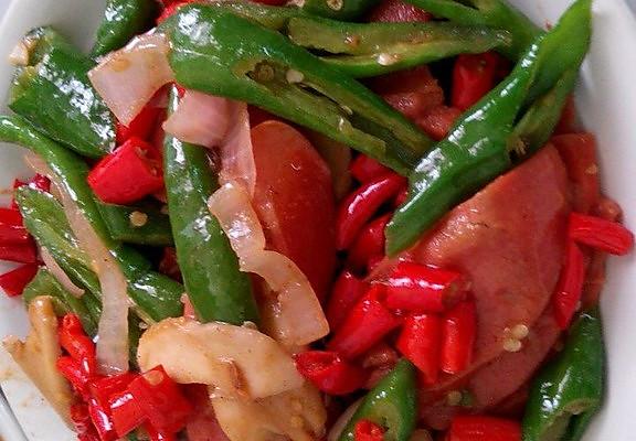 双椒炒香肠的做法