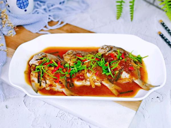 豆瓣酱蒸小鲳鱼的做法