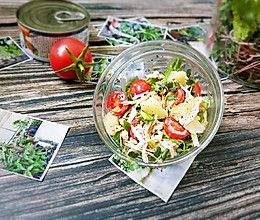 #带着美食去踏青#摇滚低脂沙拉的做法