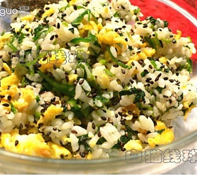 菠菜鸡蛋炒饭:假日懒人10分钟能量餐