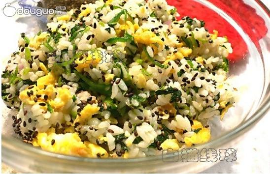 菠菜鸡蛋炒饭:假日懒人10分钟能量餐 的做法