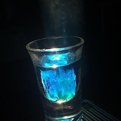 蓝色水母鸡尾酒