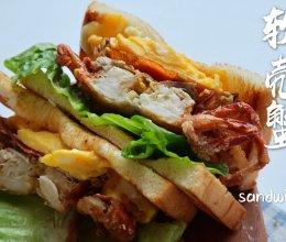 #我们约饭吧#这道软壳蟹滑蛋三明治,酥脆松软,太香了的做法