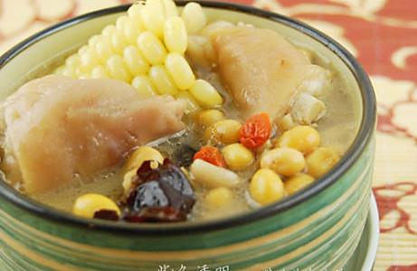 黄豆滋补猪手浓汤的做法