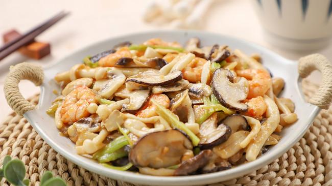 秋天就要吃菌菇!鲜嫩爽口,超级下饭~的做法