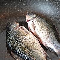 初秋养生汤——鲫鱼豆腐汤的做法图解2