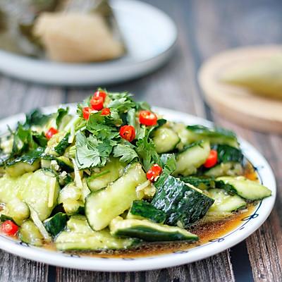 健康美味快手菜,酸爽脆口的刀拍黄瓜