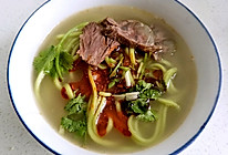 牛大骨汤菠菜面牛肉面的做法