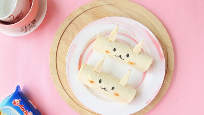 #安佳儿童创意料理# 小兔兔芝士火腿吐司卷的做法